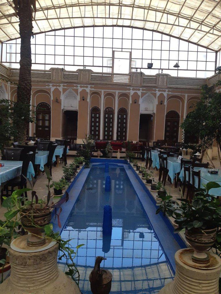 هتل سنتی ادیب الممالک یزد