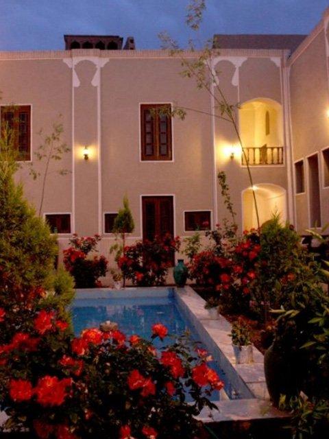 هتل سنتی کوروش یزد